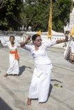 Ινδή τελετή, γυναίκες που χορεύει σε μια έκσταση, - Nusa Penida, Ινδονησία Στοκ Εικόνες