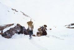 1977 Ινδία Σπάσιμο τσαγιού πρίν φθάνει στο rohtang-Λα Στοκ εικόνα με δικαίωμα ελεύθερης χρήσης