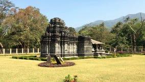 Ινδία goa Ο μόνος παρέμεινε ναός Mahadev ο ΧΙΙΙ αιώνας σε Tambdi Surla απόθεμα βίντεο