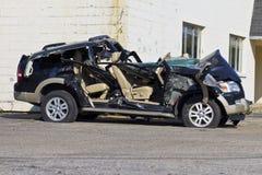 ΙΝΔΙΑΝΑΠΟΛΗ - ΤΟΝ ΟΚΤΏΒΡΙΟ ΤΟΥ 2015 CIRCA: Συμπληρωμένο συνολικά αυτοκίνητο SUV μετά από το μεθυσμένο Drive ατύχημα Ι Στοκ φωτογραφία με δικαίωμα ελεύθερης χρήσης