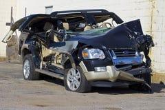 ΙΝΔΙΑΝΑΠΟΛΗ - ΤΟΝ ΟΚΤΏΒΡΙΟ ΤΟΥ 2015 CIRCA: Συμπληρωμένο συνολικά αυτοκίνητο SUV μετά από το μεθυσμένο Drive ατύχημα Στοκ Εικόνα