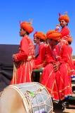 Ινδικά άτομα στα παραδοσιακά φορέματα που συμμετέχουν στο φεστιβάλ ερήμων Στοκ Εικόνα