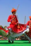 Ινδικά άτομα στα παραδοσιακά φορέματα που χορεύουν στο φεστιβάλ ερήμων, Ja Στοκ εικόνα με δικαίωμα ελεύθερης χρήσης