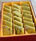 Ινδικά γλυκά - μάγκο Burfi στοκ εικόνες