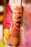 Ινδικά χέρια νυφών Μαλακή εστίαση, θαμπάδα Στοκ Φωτογραφίες