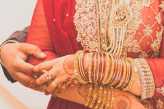 Ινδικά χέρια νυφών, μαλακή εστίαση Στοκ φωτογραφία με δικαίωμα ελεύθερης χρήσης