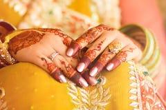Ινδικά χέρια νυφών Στοκ εικόνα με δικαίωμα ελεύθερης χρήσης