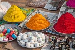 Ινδικές ζωηρόχρωμες σκόνες Στοκ φωτογραφίες με δικαίωμα ελεύθερης χρήσης