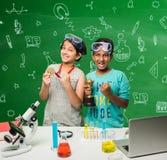 Ινδικές παιδιά και επιστήμη Στοκ Εικόνες