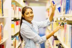 Ινδική βιβλιοθήκη φοιτητών πανεπιστημίου Στοκ φωτογραφία με δικαίωμα ελεύθερης χρήσης