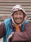 Ινδική γυναίκα επαιτών στην οδό σε Leh, Ladakh Ινδία Στοκ εικόνες με δικαίωμα ελεύθερης χρήσης