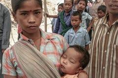 Ινδική γυναίκα με ένα μωρό από Tripura Στοκ εικόνες με δικαίωμα ελεύθερης χρήσης