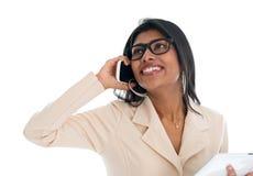 Ινδική γυναίκα στο τηλέφωνο. Στοκ Εικόνα