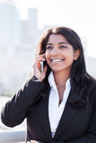 Ινδική επιχειρηματίας στο τηλέφωνο Στοκ Εικόνα