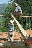 Ινδικοί εργάτες οικοδομών που εργάζονται στις ορεινές περιοχές Στοκ Φωτογραφία