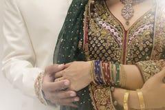 Ινδικοί νύφη και νεόνυμφος Στοκ εικόνα με δικαίωμα ελεύθερης χρήσης
