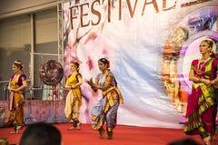 Ινδικοί χορευτές στο φεστιβάλ της Ανατολής στη Ρώμη Ιταλία Στοκ φωτογραφία με δικαίωμα ελεύθερης χρήσης