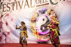 Ινδικοί χορευτές στο φεστιβάλ της Ανατολής στη Ρώμη Ιταλία Στοκ Εικόνες