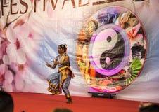 Ινδικοί χορευτές στο φεστιβάλ της Ανατολής στη Ρώμη Ιταλία Στοκ εικόνες με δικαίωμα ελεύθερης χρήσης