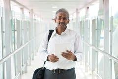 Ινδικός επιχειρηματίας υπαίθριος Στοκ φωτογραφίες με δικαίωμα ελεύθερης χρήσης