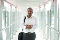 Ινδικός επιχειρηματίας υπαίθριος Στοκ φωτογραφία με δικαίωμα ελεύθερης χρήσης