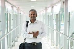 Ινδικός επιχειρηματίας υπαίθριος Στοκ εικόνα με δικαίωμα ελεύθερης χρήσης