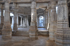 Ινδικός ινδός ναός - μαρμάρινος στυλοβάτης Στοκ Εικόνες