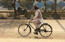 Ινδικό ατόμων στις οδούς του Νέου Δελχί στοκ εικόνα με δικαίωμα ελεύθερης χρήσης