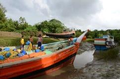 Ινδικό αλιευτικό πλοιάριο στοκ φωτογραφία με δικαίωμα ελεύθερης χρήσης