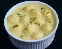 Ινδικό γλυκό - rasmalai στοκ εικόνες
