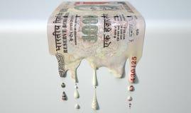 Ινδικό λειώνοντας στάζοντας τραπεζογραμμάτιο ρουπίων στοκ φωτογραφία με δικαίωμα ελεύθερης χρήσης