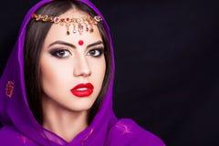 Ινδικό κορίτσι στην εικόνα ενός όμορφου makeup Στοκ Εικόνα