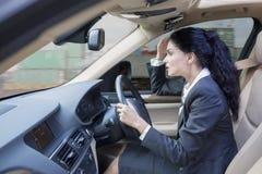Ινδικό οδηγώντας αυτοκίνητο επιχειρηματιών Στοκ Φωτογραφία