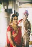 Ινδικό παραδοσιακό νέο ζευγάρι παντρεμένο Στοκ Φωτογραφία