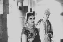 Ινδικό παραδοσιακό νέο ζευγάρι παντρεμένο Στοκ Φωτογραφίες
