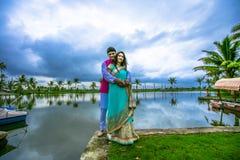 Ινδικό παραδοσιακό νέο ζεύγος Στοκ Φωτογραφία