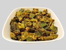 Ινδικό πιάτο - ανακατώστε τηγανισμένο okra Στοκ φωτογραφίες με δικαίωμα ελεύθερης χρήσης