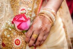Ινδικό χέρι νυφών Στοκ Εικόνες