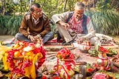 Ινδοί ιερείς με οι ουσίες Στοκ Εικόνες