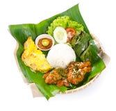 Ινδονησιακά παραδοσιακά τρόφιμα, κοτόπουλο, ψάρια και λαχανικά στοκ εικόνες