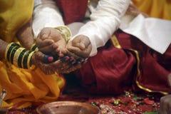 ινδός γάμος ζευγών στοκ εικόνες