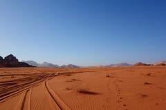 Ιορδανική έρημος στο ρούμι Wadi, Ιορδανία Το ρούμι Wadi έχει οδηγήσει στον προσδιορισμό του ως περιοχή παγκόσμιων κληρονομιών της Στοκ Φωτογραφία