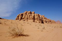 Ιορδανική έρημος στο ρούμι Wadi, Ιορδανία Το ρούμι Wadi έχει οδηγήσει στον προσδιορισμό του ως περιοχή παγκόσμιων κληρονομιών της Στοκ Εικόνα