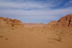 Ιορδανική έρημος στο ρούμι Wadi, Ιορδανία Το ρούμι Wadi έχει οδηγήσει στον προσδιορισμό του ως περιοχή παγκόσμιων κληρονομιών της Στοκ Φωτογραφίες
