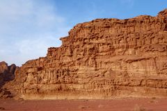 Ιορδανική έρημος στο ρούμι Wadi, Ιορδανία Το ρούμι Wadi έχει οδηγήσει στον προσδιορισμό του ως περιοχή παγκόσμιων κληρονομιών της Στοκ Εικόνες