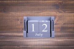 12 Ιουλίου Ξύλινο, τετραγωνικό ημερολόγιο Στοκ Εικόνες