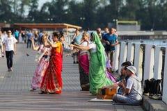 20 Ιουλίου 2018 Izhevsk, Ρωσία Χορευτές που εκτελούν έναν παραδοσιακό ινδικό χορό στο ταξίδι ημέρας Peacock στο φεστιβάλ της Ινδί στοκ εικόνες