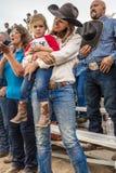 22 Ιουλίου 2017 NORWOOD ΚΟΛΟΡΆΝΤΟ - λίγες cowgirl και μητέρα στο ροντέο λεκανών SAN Miguel, SAN Miguel Δράση, ΗΠΑ Στοκ Εικόνες
