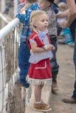 22 Ιουλίου 2017 NORWOOD ΚΟΛΟΡΆΝΤΟ - λίγο cowgirl στο ροντέο λεκανών SAN Miguel, κομητεία SAN Miguel Δυτικός, άτομο Στοκ Εικόνες