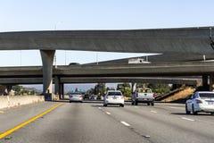 30 Ιουνίου 2019 ενθαρρύνετε την πόλη/το ασβέστιο/τις ΗΠΑ - ανταλλαγή αυτοκινητόδρομων στην περιοχή κόλπων του Σαν Φρανσίσκο στοκ εικόνα με δικαίωμα ελεύθερης χρήσης